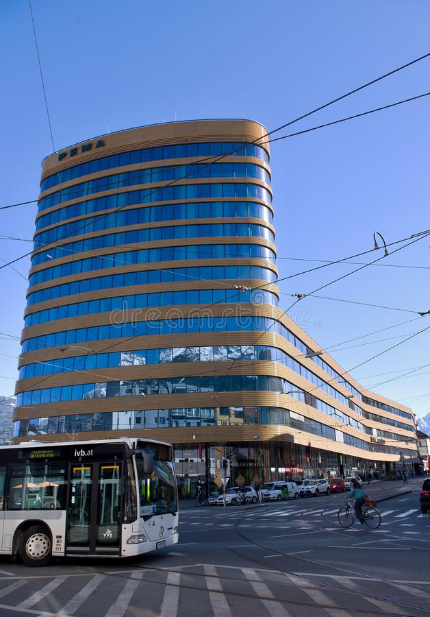 Modern bedrijfshotel in Innsbruck royalty-vrije stock fotografie