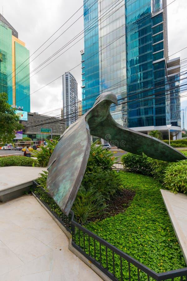 Modern beeldhouwwerk in de vorm van de Stad van aquilapanama stock afbeeldingen