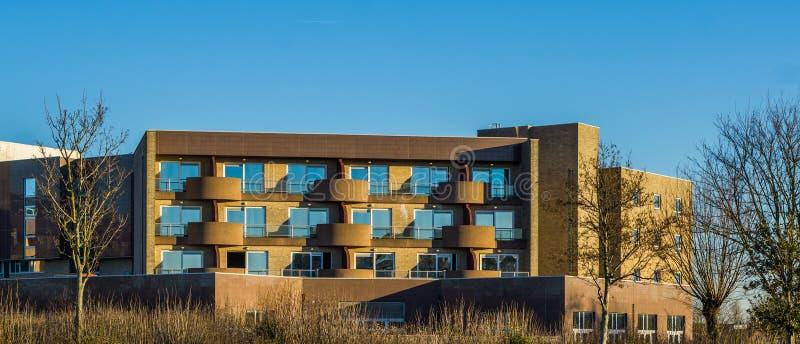 Modern belgisk lägenhetskomplex som inhyser i en storstad av Belgien, flemish arkitektur royaltyfria bilder