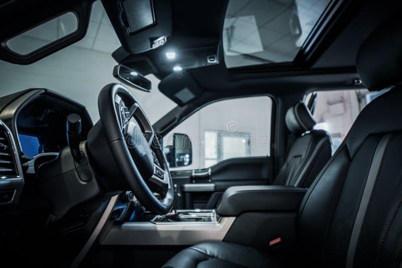 Modern Bestelwagen Donker Binnenland stock afbeeldingen