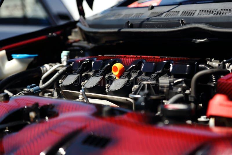 Modern bilmotor royaltyfria bilder