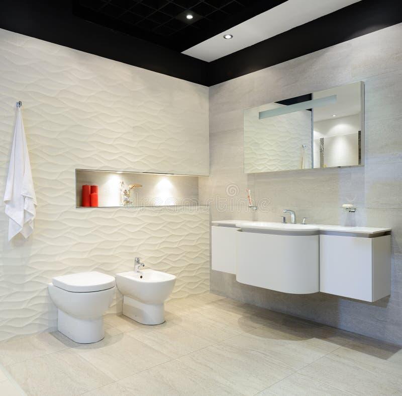 Modern binnenland. Badkamers stock afbeelding