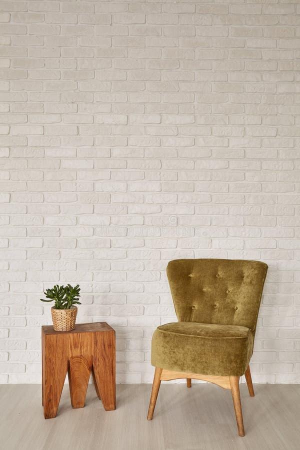 Modern binnenland met uitstekend meubilair royalty-vrije stock afbeeldingen