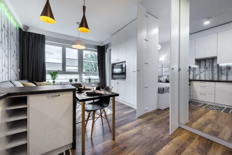 Modern binnenlands ontwerp met slaapkamer stock afbeelding