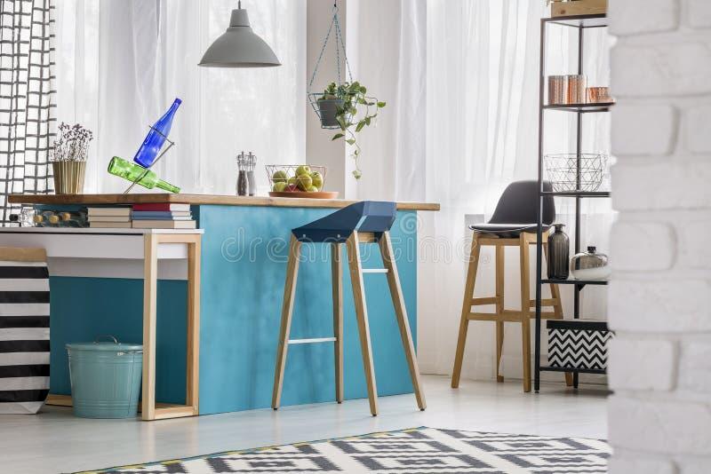 Modern blå matsal fotografering för bildbyråer