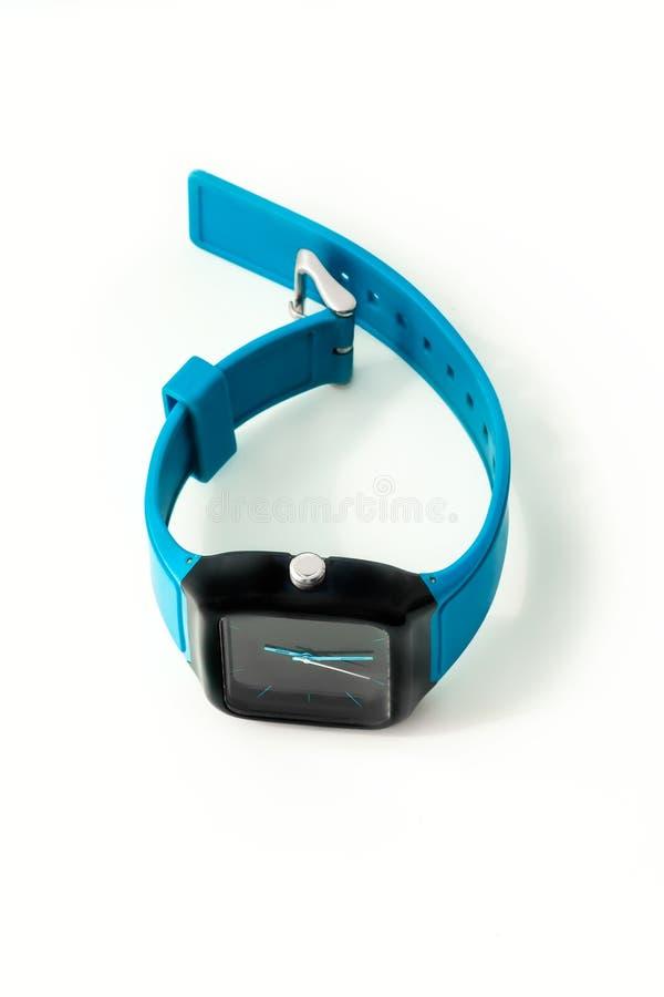 Modern blauw zwart die polshorloge op witte achtergrond wordt geïsoleerd Hoogste mening stock foto's