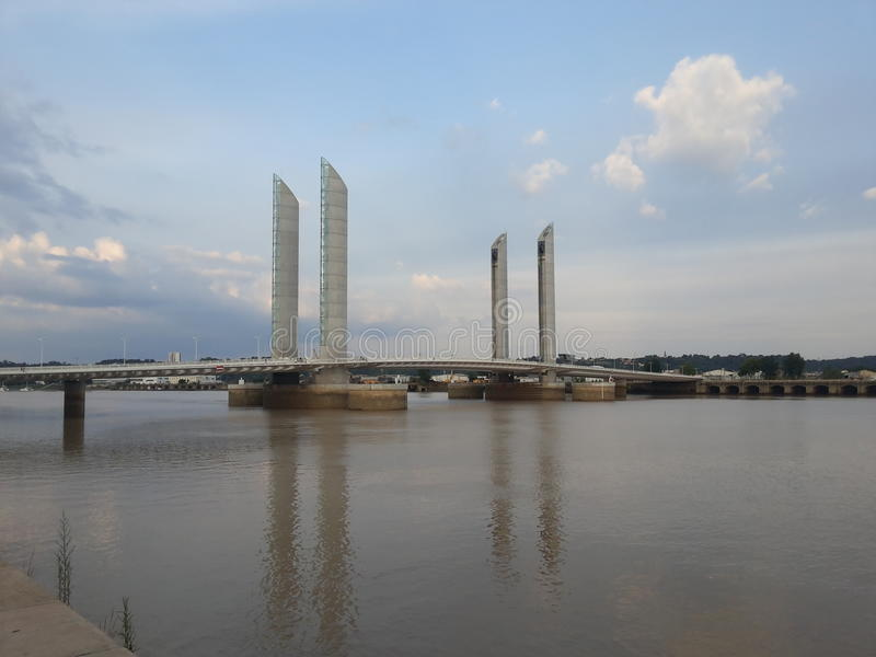 modern bro royaltyfria bilder