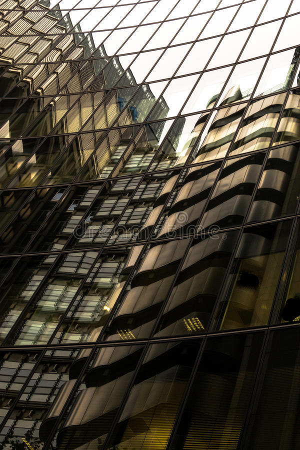 Free Modern Building Vertical Window Reflection Abstract Design Royalty Free Stock Images - 61157459