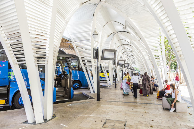 Modern busstation Gare Routiere in Aix en Provence stock afbeelding