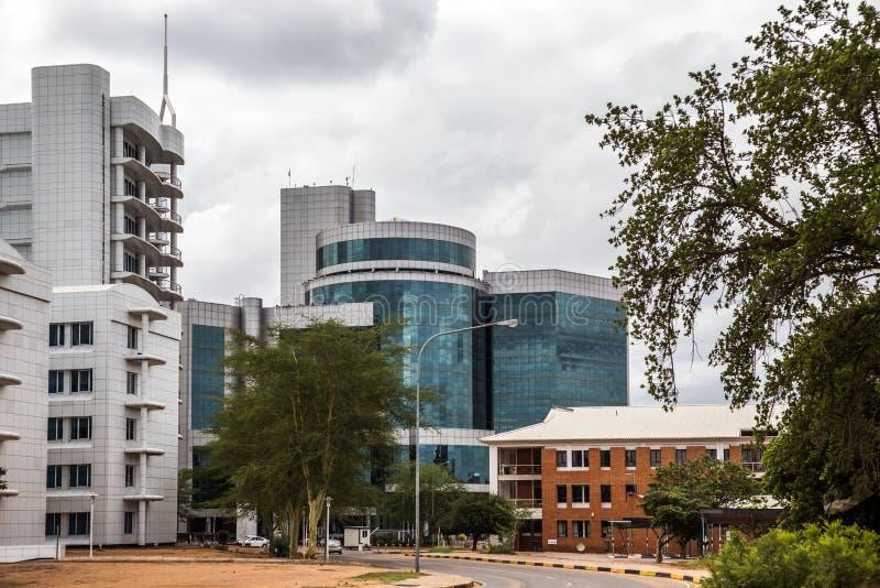 Modern byggnad för plattaexponeringsglas i området för central affär, Gaboro royaltyfri foto