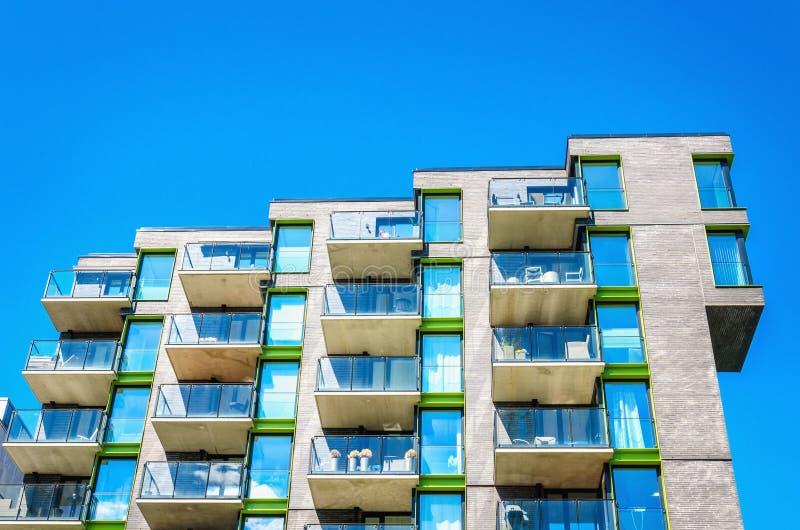 Modern byggnad i modernt område av Oslo, Norge arkivfoto