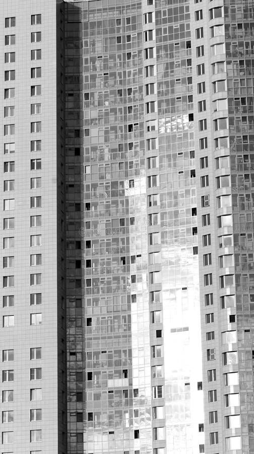 Modern byggnad på utkanten av St Petersburg arkivfoton