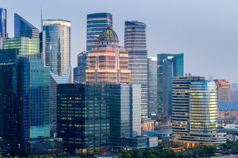 Modern byggnadscloseup i shanghai fotografering för bildbyråer