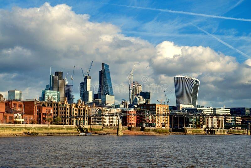 Modern cityscape av London, England arkivfoto