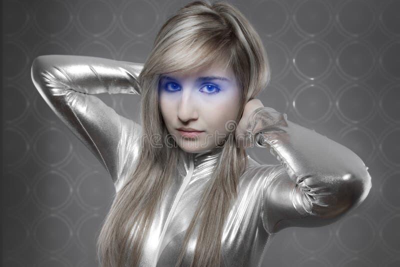 Modern concept, mooi blonde met zilveren latexkleding royalty-vrije stock foto's