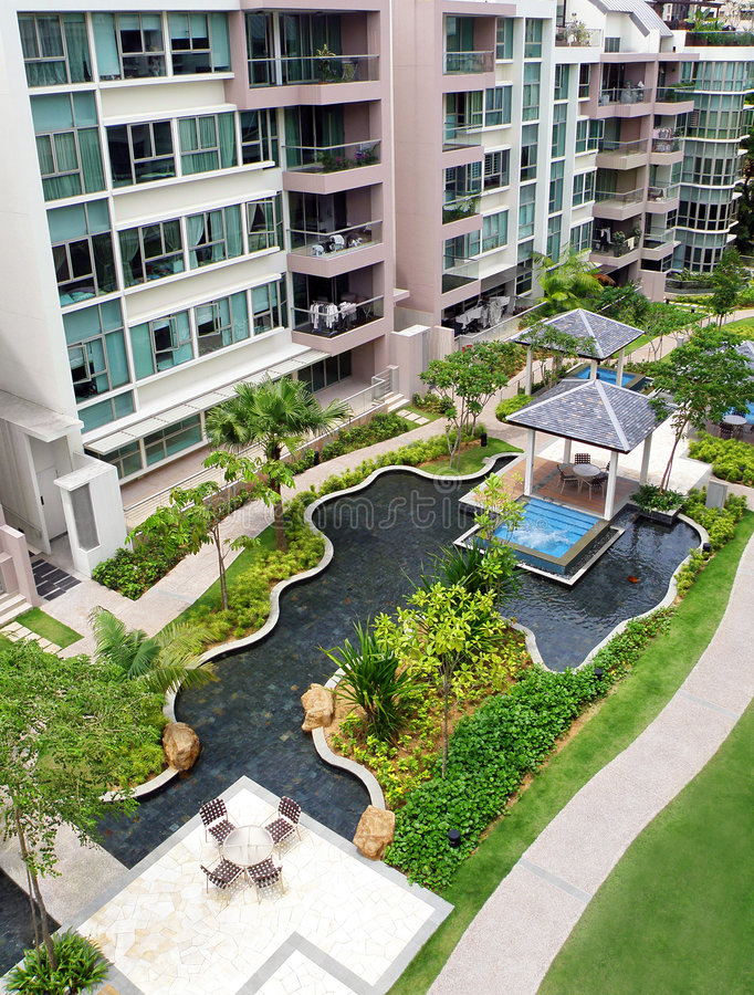 Free Modern Condominiums Garden Landscaping Stock Photography - 8027082