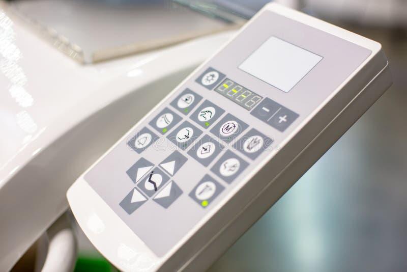 Modern controlebord van tandartsmachine voor behandelingstanden Tandartswerkplaats in kliniek royalty-vrije stock foto's