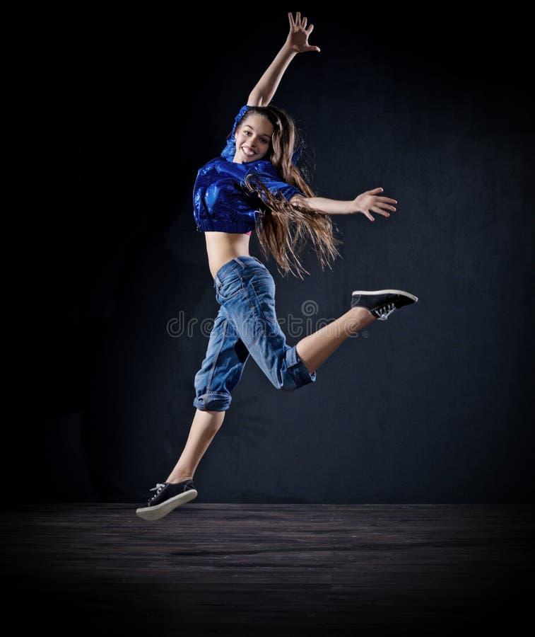 Modern dansare för ung flicka (mörk ver) royaltyfri bild