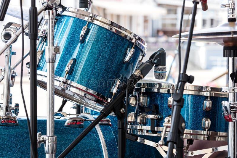 Modern drumstel die zich in het straatstadium bevinden voor prestaties mu royalty-vrije stock afbeelding