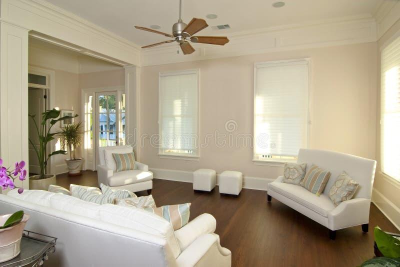 modern elegant livingroom arkivfoto