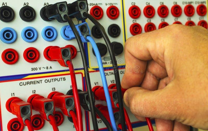 Modern elektronisk apparat för reläskyddsprovning royaltyfri foto