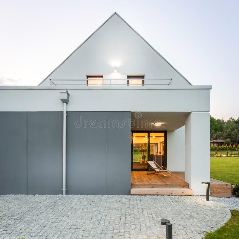 Modern en modieus huis stock fotografie