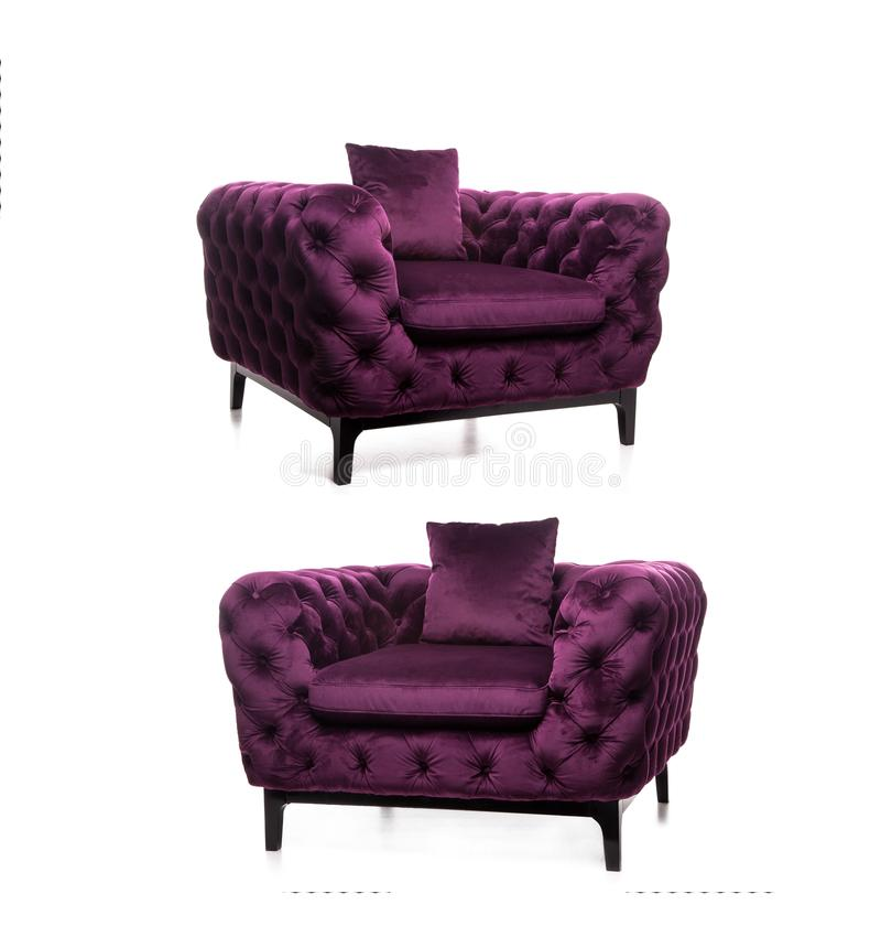 Modern fåtölj, lyxig fåtölj, violett fåtölj, mörk lila arkivfoton