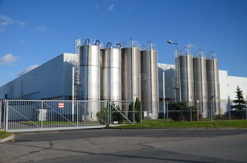 Modern fabriksbyggnad fotografering för bildbyråer
