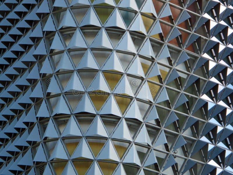 Modern fasett dekorerad byggnad royaltyfri bild