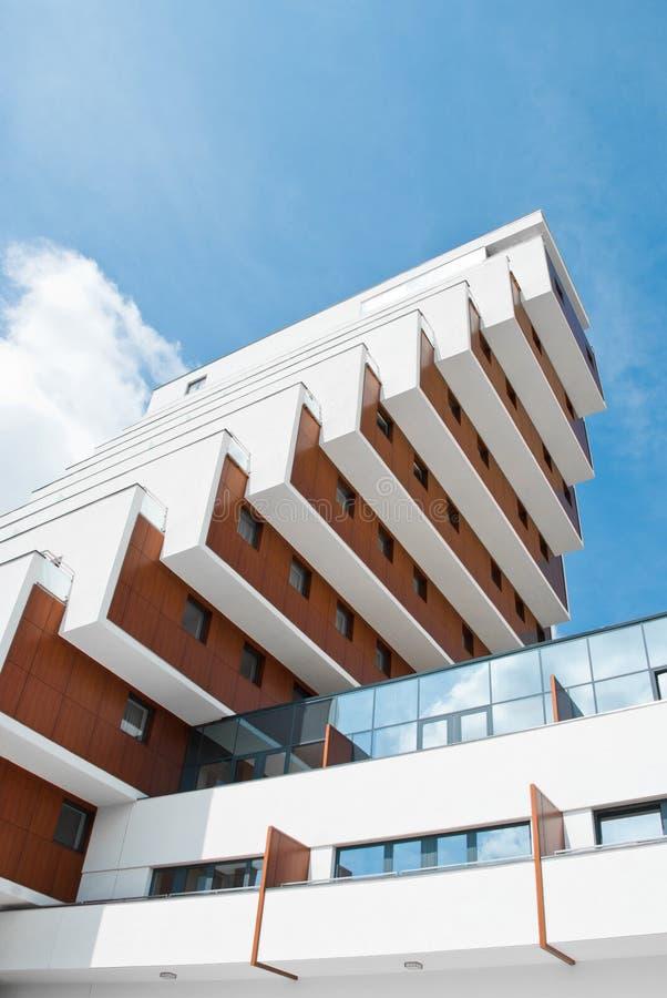 Modern flatgebouw royalty-vrije stock afbeeldingen