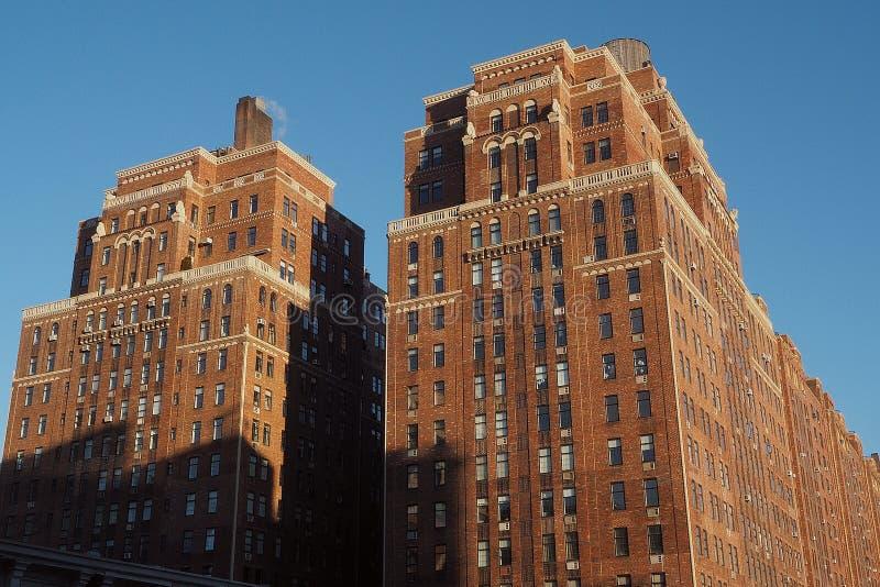 Modern gammal tegelsten i New York City royaltyfria bilder
