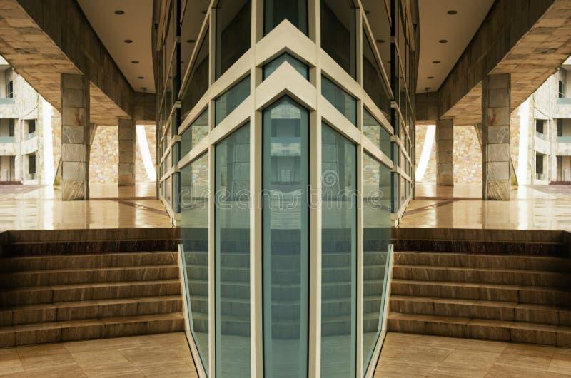 Modern glass fasad arkivbild