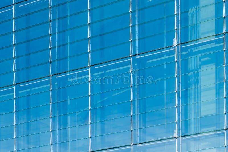 Modern glass fasad, kontorsbyggnadbakgrund, fönsterframdel royaltyfri bild