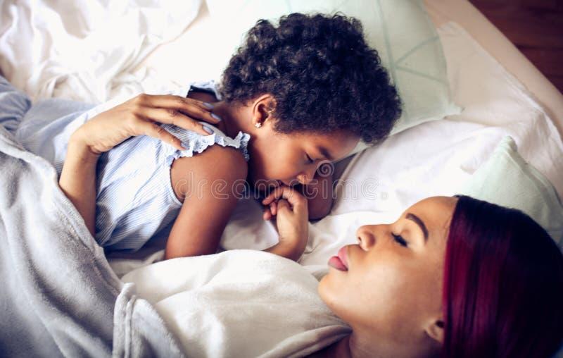Modern håller hennes drömmar arkivbilder