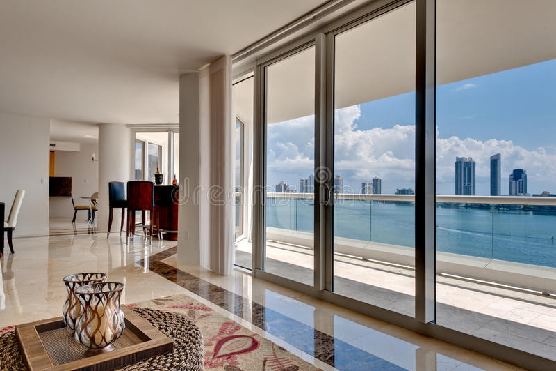 modern havsikt för lägenhet royaltyfri fotografi