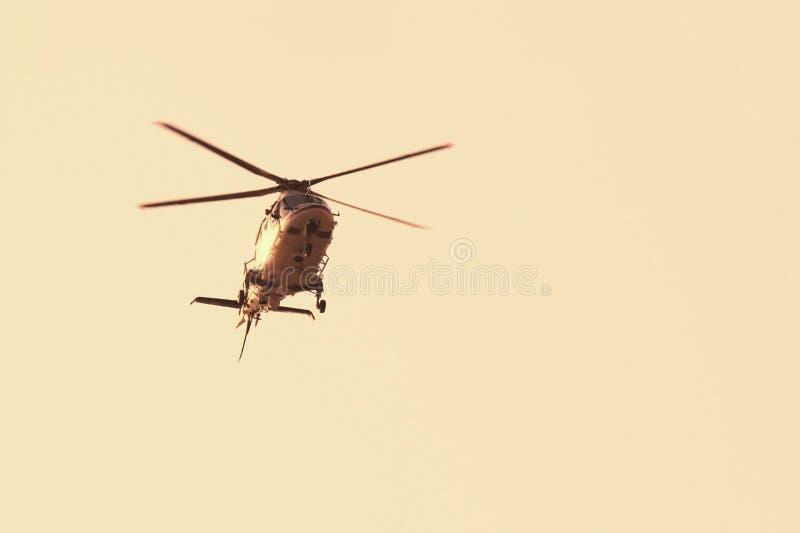 Modern helikopter i flykten som isoleras mot himmel fotografering för bildbyråer