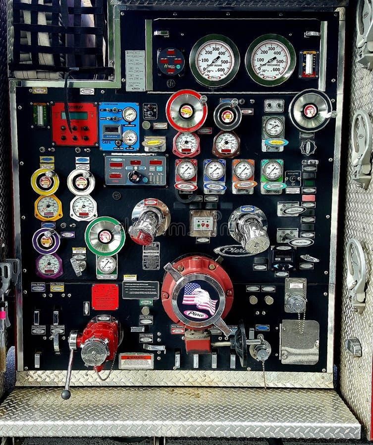 Modern het water pompend systeem van de brandvrachtwagen royalty-vrije stock foto