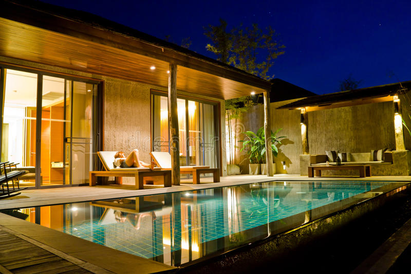 Modern house with swimming pool royalty free stock photos