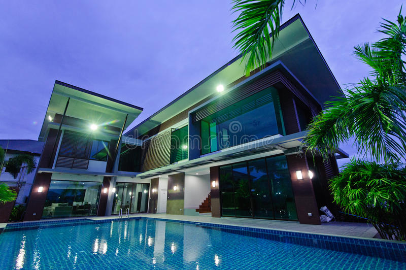 Modern house with swimming pool at night stock photo for Modern house at night