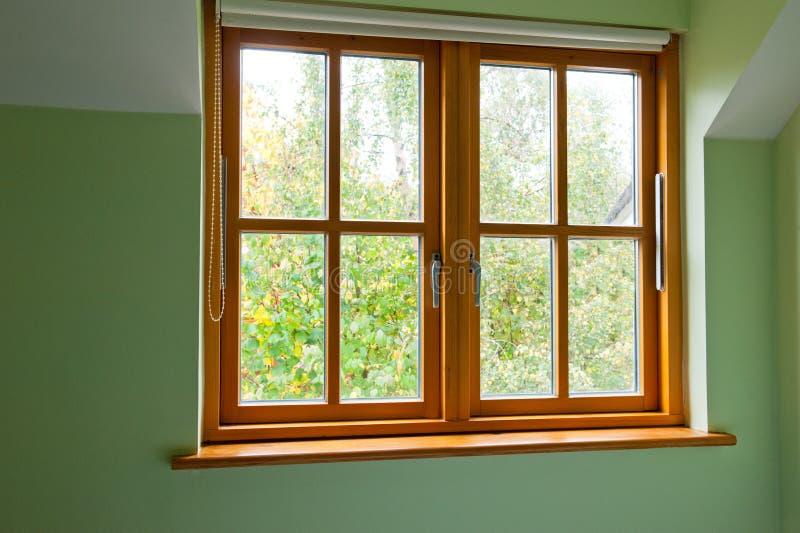 Modern Houten venster stock afbeeldingen