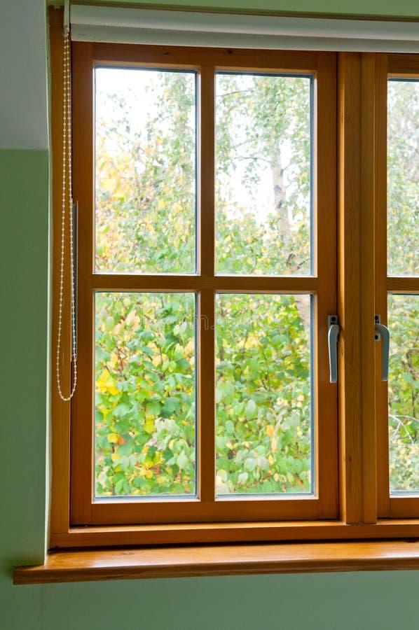 Modern Houten venster royalty-vrije stock afbeelding
