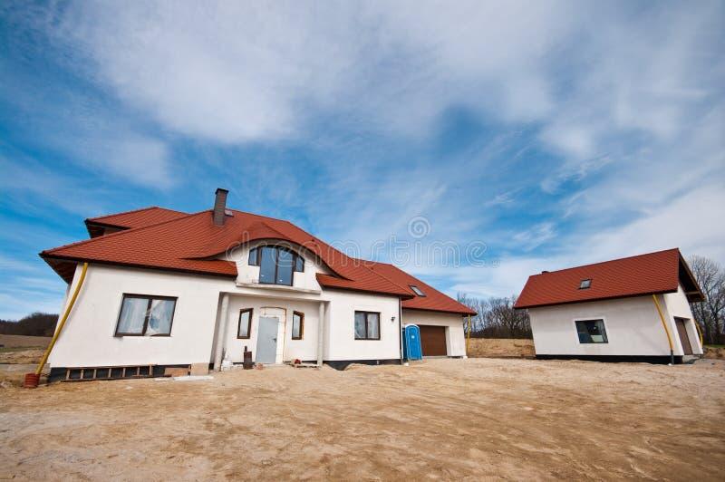 Modern huis in aanbouw royalty-vrije stock afbeeldingen