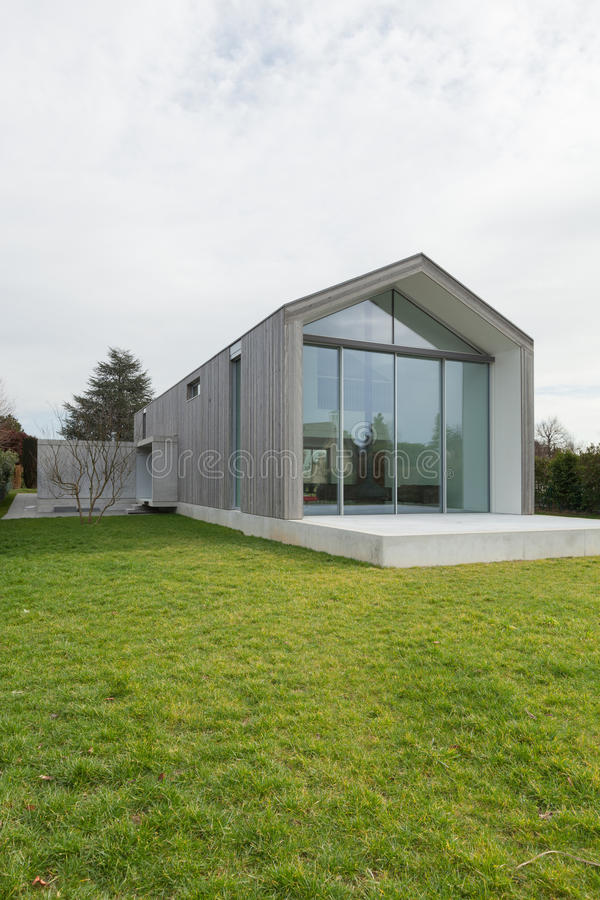 Modern huis, buitenkant stock fotografie