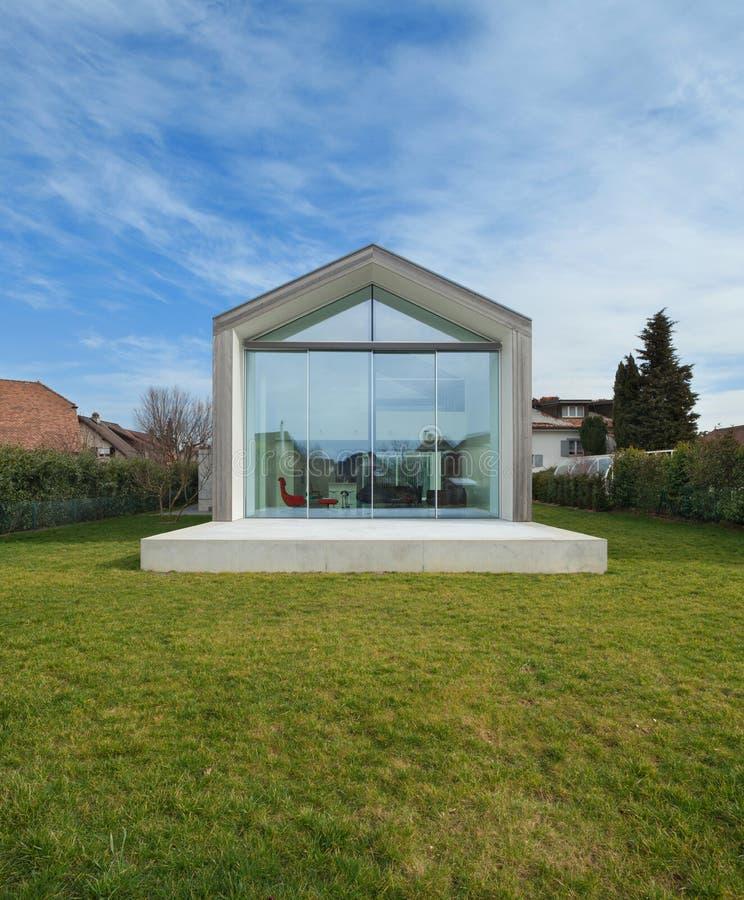 Modern huis, buitenkant stock foto's