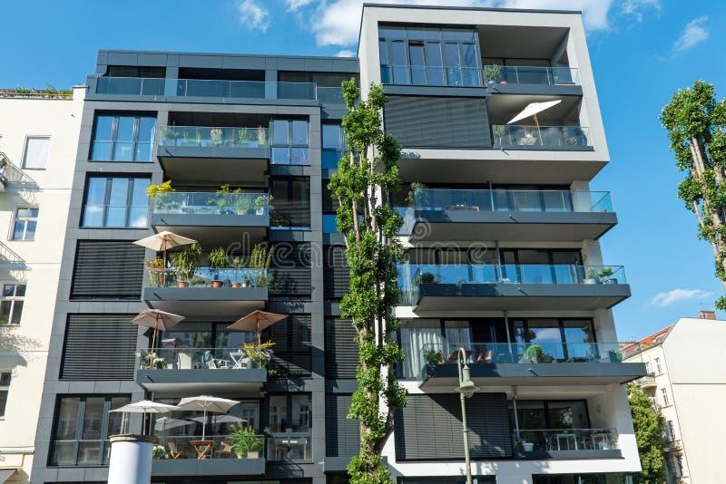 Modern huis in de stad in Berlijn royalty-vrije stock foto's