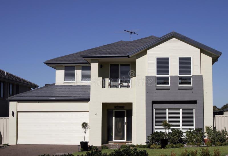 Modern Huis In de voorsteden stock fotografie