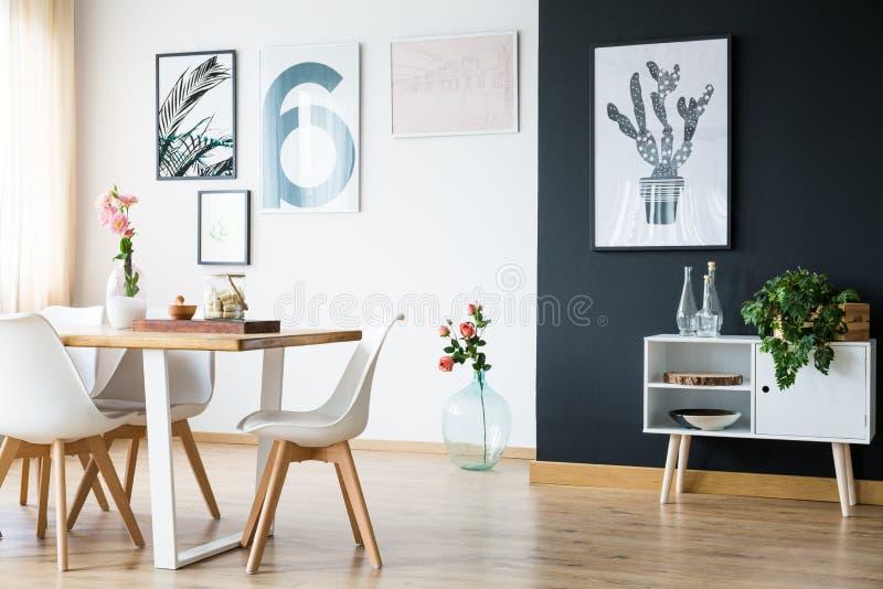 Modern huis helder binnenland stock afbeeldingen