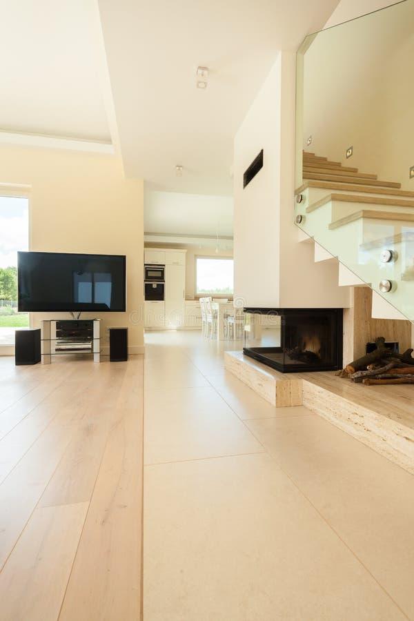 Modern huis met open plek royalty-vrije stock fotografie