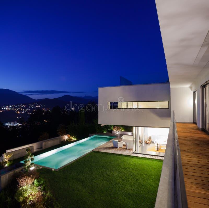 Modern huis, met pool royalty-vrije stock fotografie