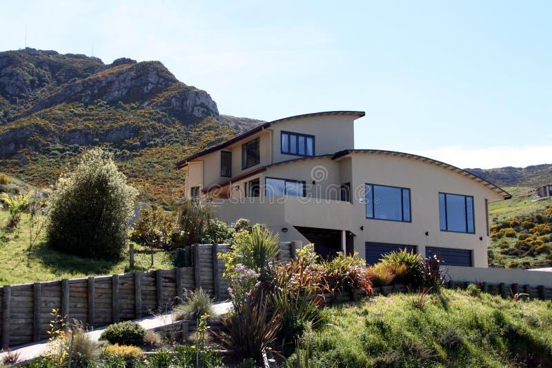 Modern Huis op de Heuvel stock fotografie